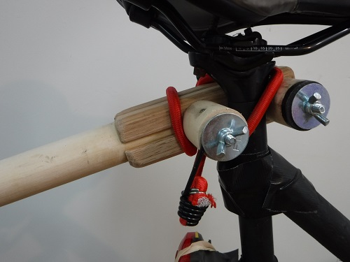 Towbar, connected to the bicycle seat tube.